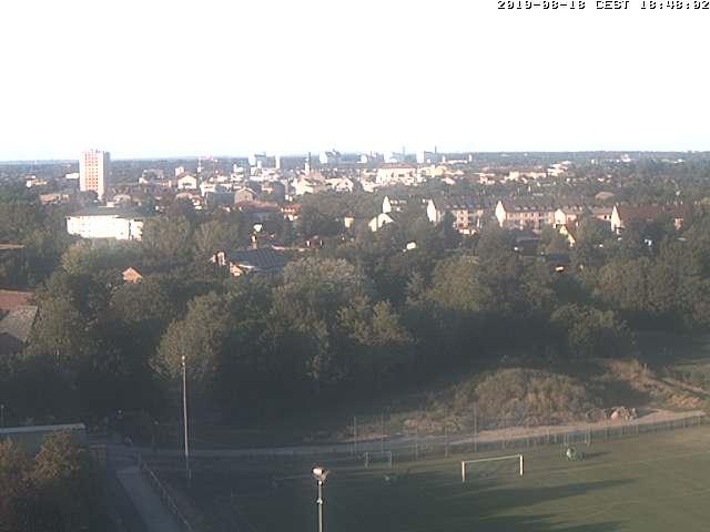 Livebild von Schwechat über den Sportplatz